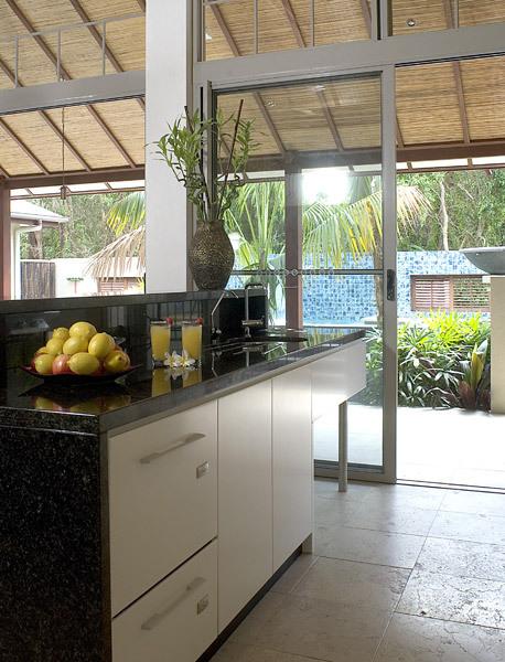 Byron Bay Villa 535 - Gourmet kitchen with dishwasher