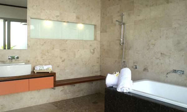 Byron Bay Villa 535 Heated spa in bathroom
