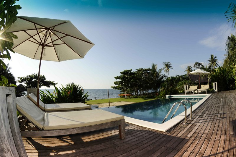 Koh Chang Villa 4265 lounge by the infinity pool