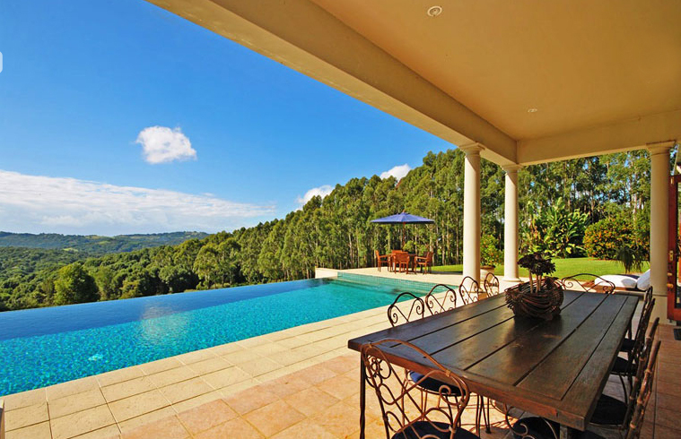 Byron Bay Villa 5267 - infinity edge pool giving