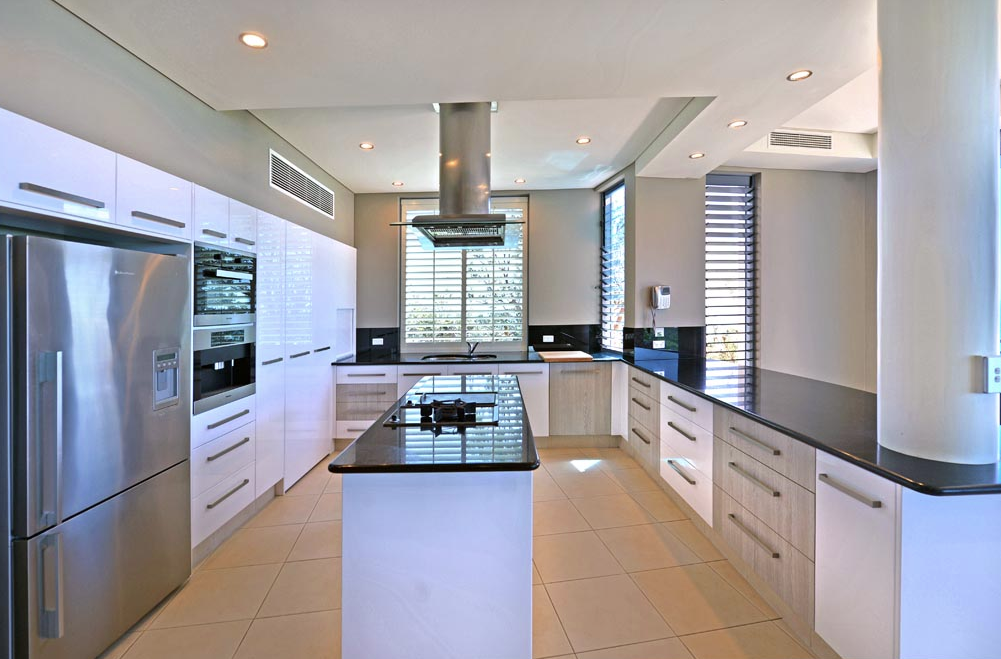 Queensland Villa 5508 - huge gourmet kitchen, fitted out with Miele appliances and black granite worktops