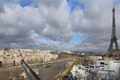 Paris Villa 1033 view of eiffel tower