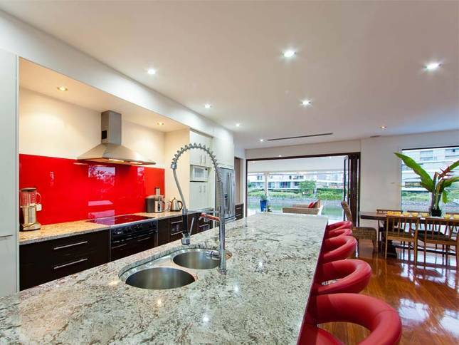 Queensland Villa 5310 - decor, from the red splash-back in kitchen with a massive granite bench and fridge with ice maker
