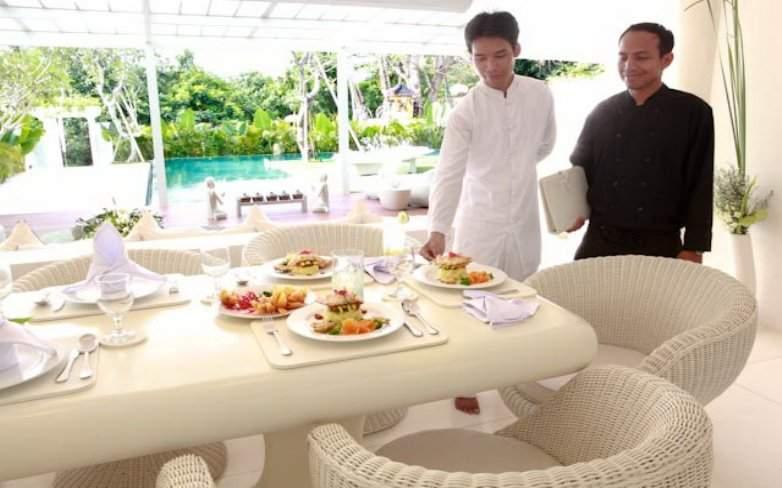 Villa 3257-Villa Eden-Neat serving and presentation of lunch