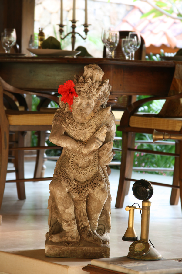 Seminyak Villa 342-Des Indes-Hand Carved Statue and Classic Telephone