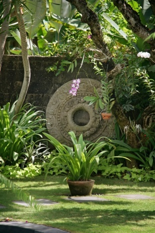 Seminyak Villa 342-Des Indes-Wall carving in Garden