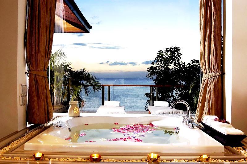 Couples Bathtub with Jacuzzi