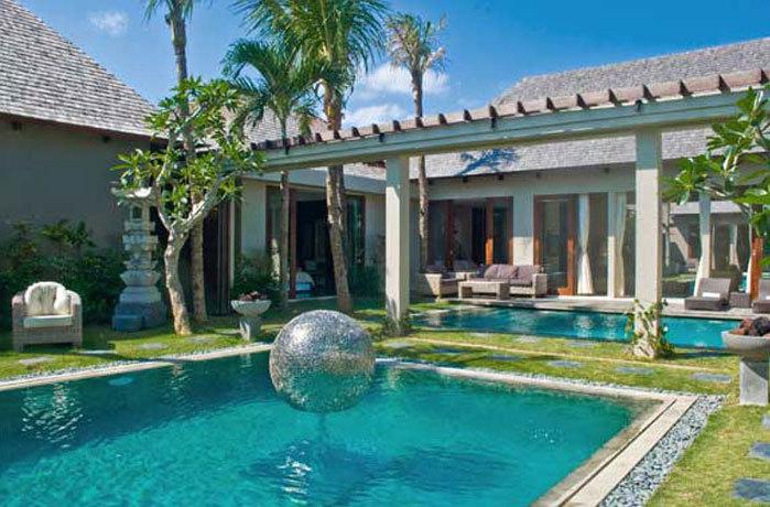 Private swimming pools in Villa 3184 in Seminyak, Bali