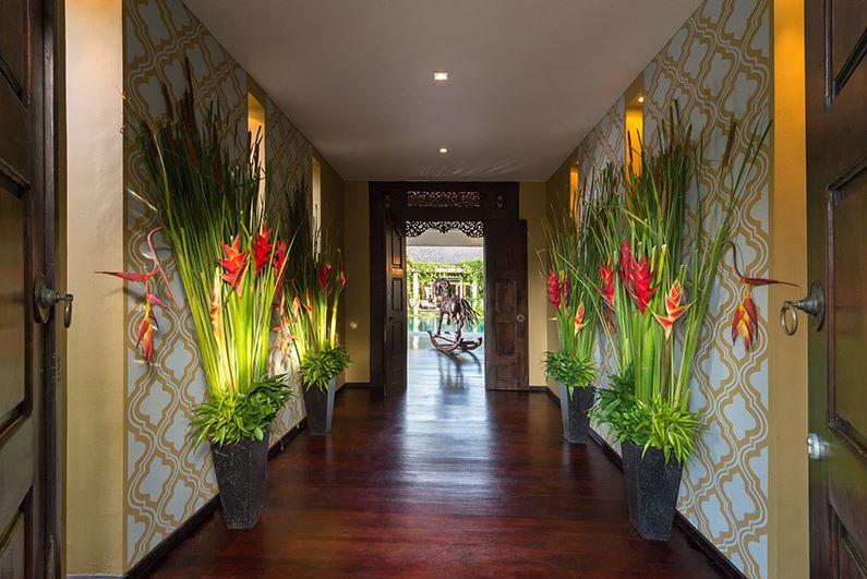 Seminyak Villa 3184 Wooden floor and walkway to garden