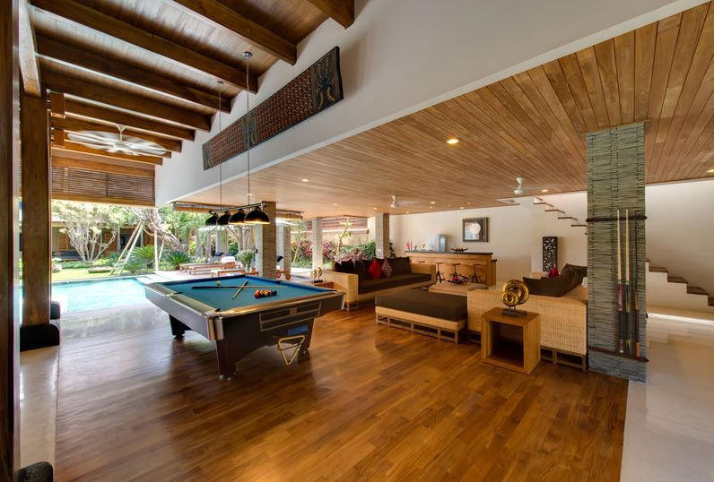 Seminyak Villa 3447 billiard table in dining cum entertainment area
