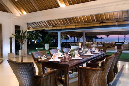 Seminyak Villa 300 Dining area