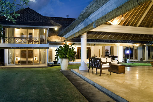 Seminyak Villa 300 large open fronted living and dining area