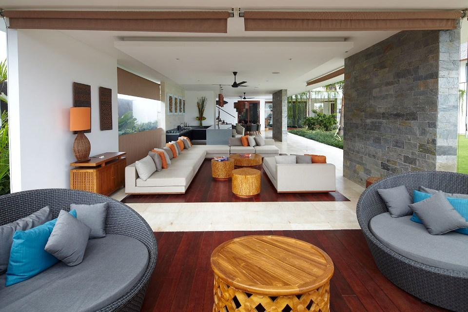 Seminyak Villa 3506 - Indoor living area opens out seamlessly to outdoor
