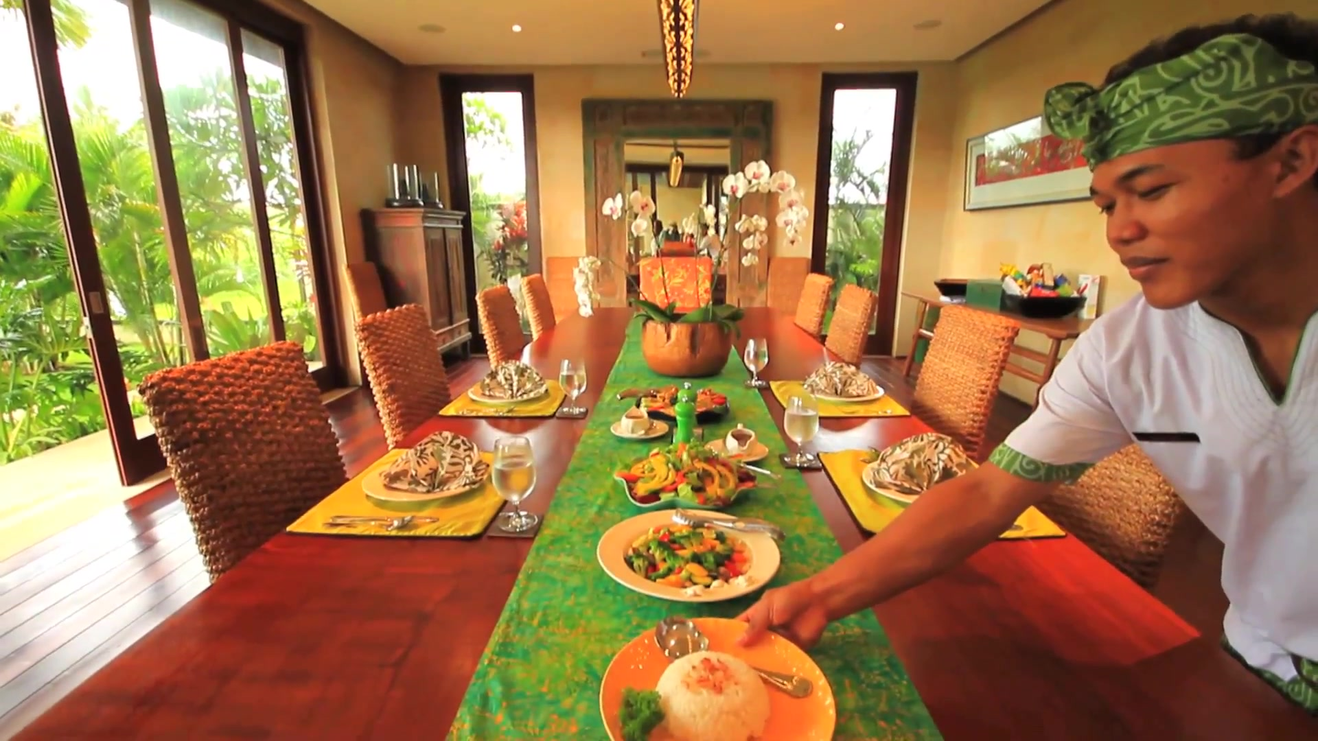 Dining in a Canggu Villa 3235