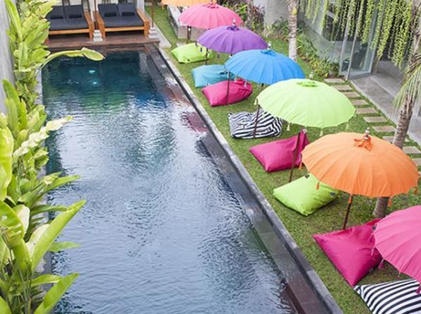 Seminyak Villa 3491 - 25-meter swimming pool with water-wall feature in the middle of the garden