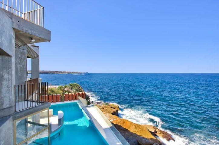 Sydney Villa 5145- View of pool and sea
