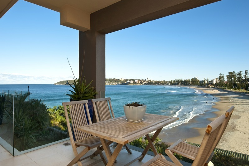 Sydney Villa 5402 - Dining with view of the beach