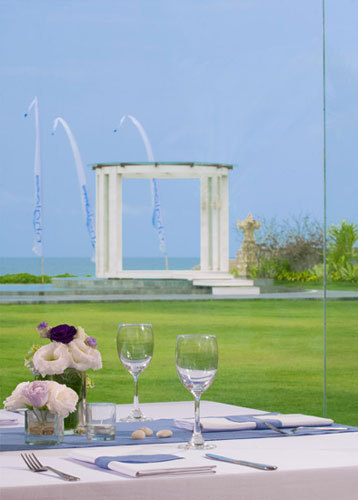 Wedding arrangements - Dining in villa grounds