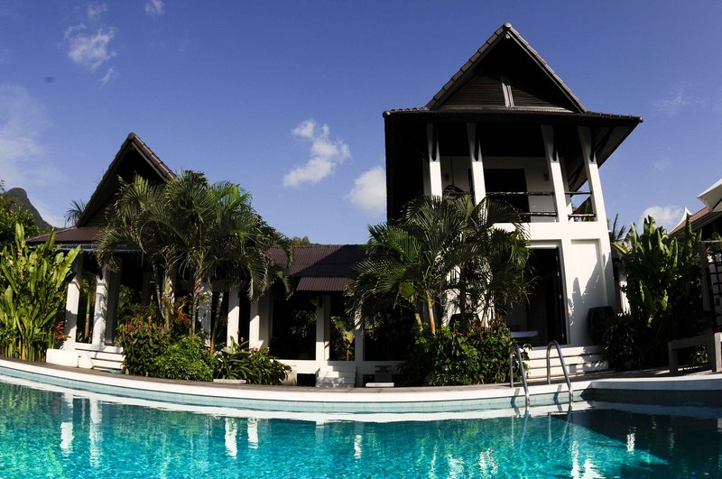 Koh Chang Villa 4265 Two storied villa is a tourist's delight with its modern yet traditional Thai infrastructure