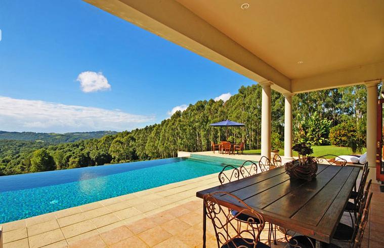 Byron Bay Villa 5267 - infinity edge pool giving