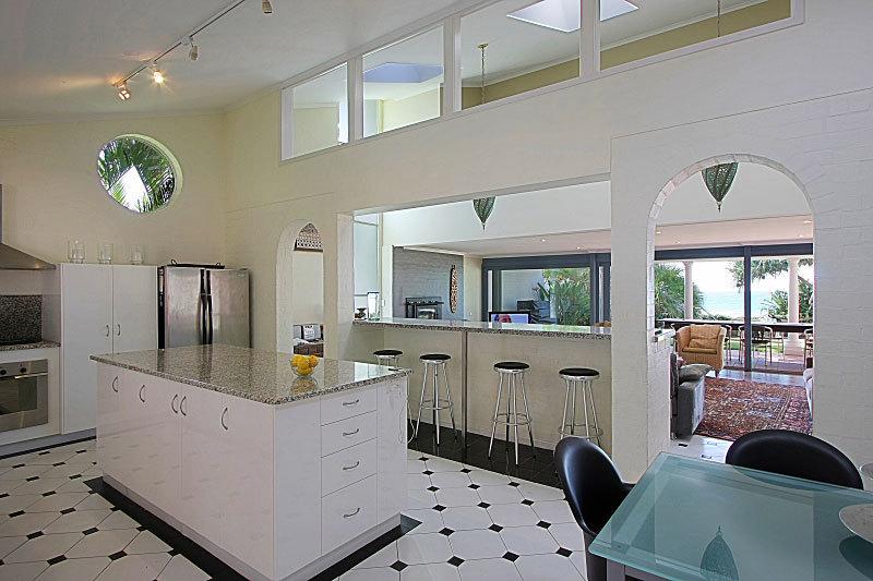 Byron Bay Villa 5279 - granite kitchen
