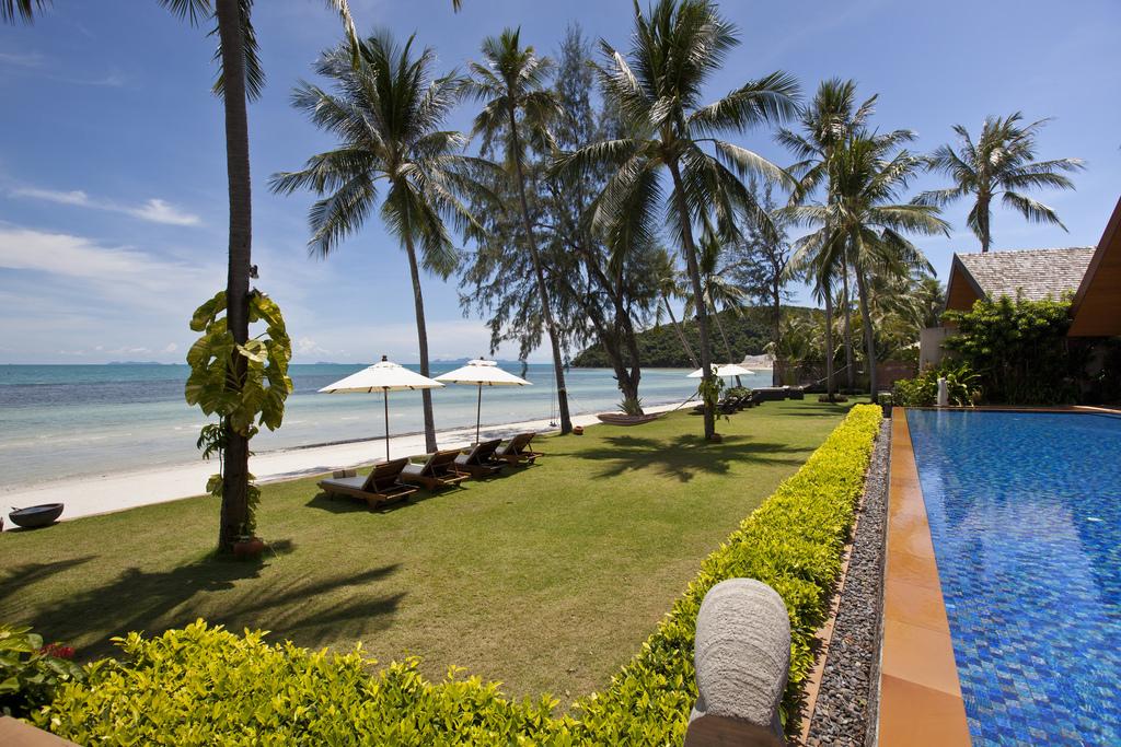 Koh Samui Villa 4105 Sun lounging beachfront