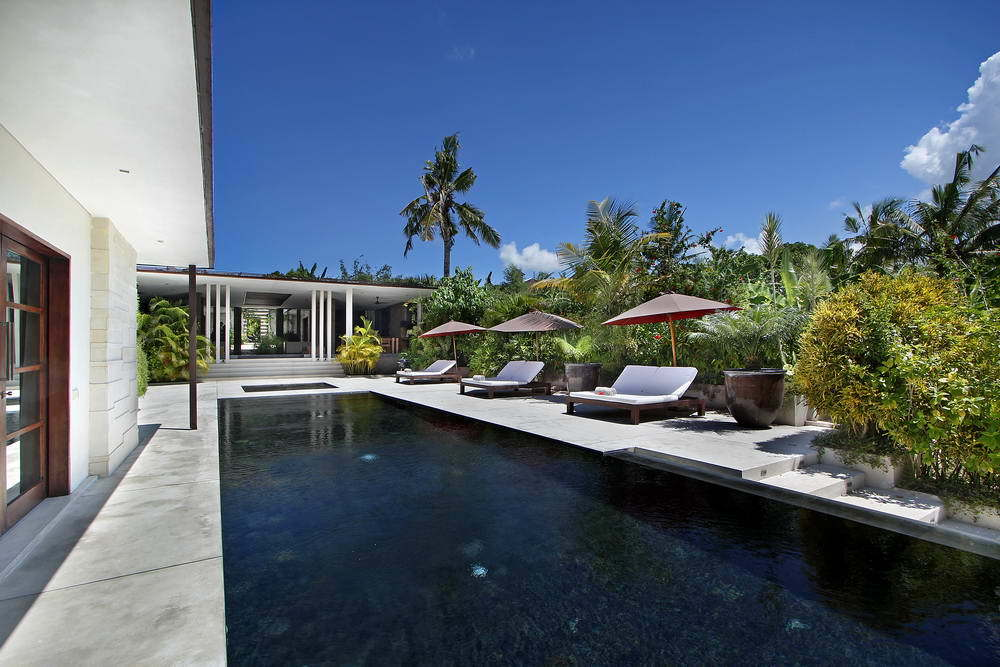 Kerobokan villa 310 - Another lounge area adjacent to the pool affords comfort and shelter from the sun.