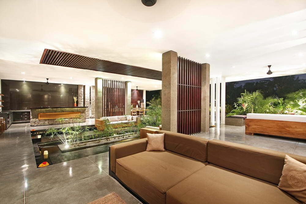 Kerobokan villa 310 - To my left is a clean, open kitchen with a beautiful counter top bar space