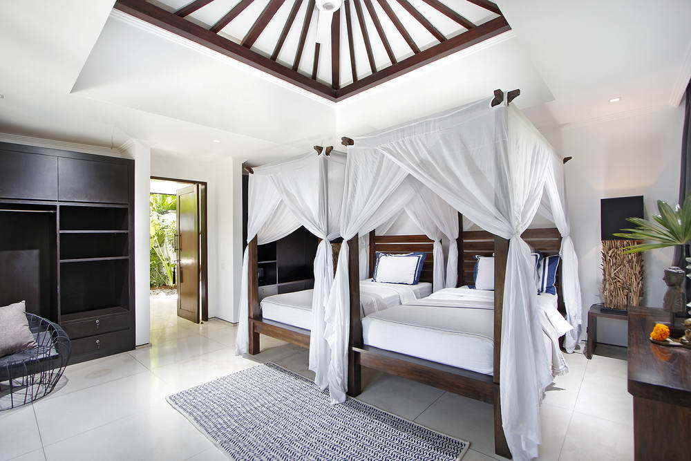Kerobokan villa 310 - classy room with two beds and again plenty of dark wood storage and closet space