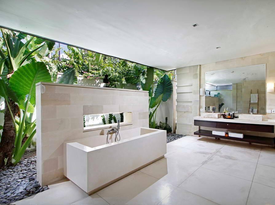 Kerobokan villa 310 -  massive open bathroom
