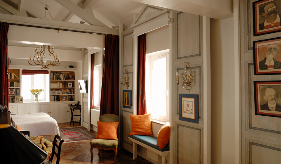 Paris Villa 1032 Bedrooms Provincial style with white walls filling the room with light