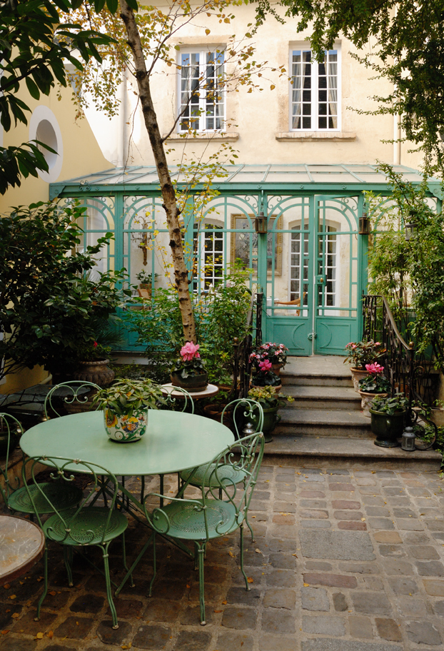 Paris Villa 1032 - courtyard finished with cobblestones