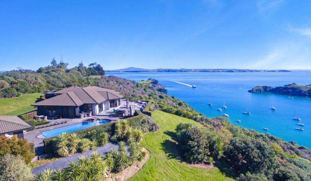 Where to travel in 2020? Waiheke Island Villa 6105